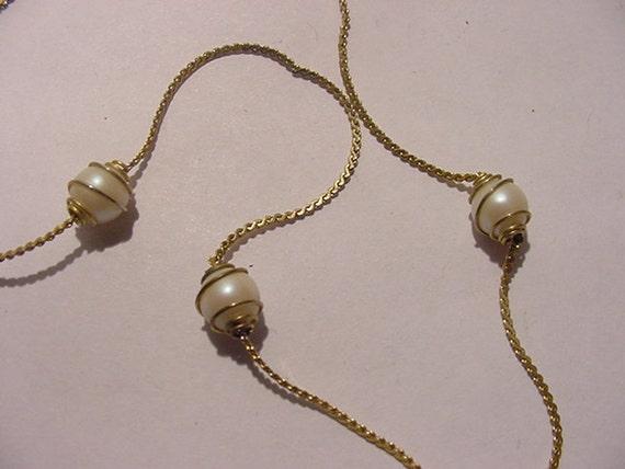 Vintage Faux Pearl Necklace   11 - 2038