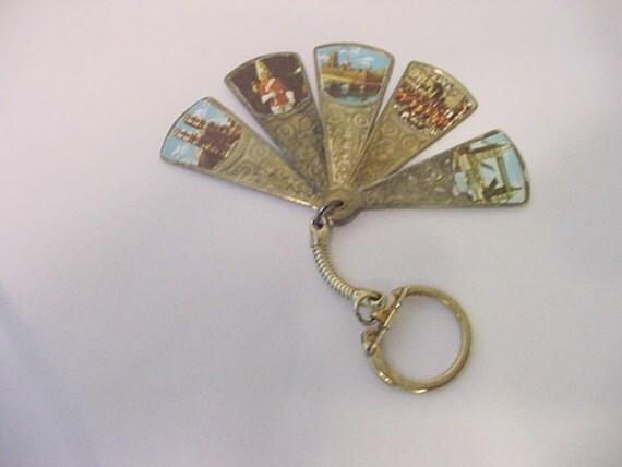 Vintage London England Souvenir Metal Fan Key Chain  11 - 2179