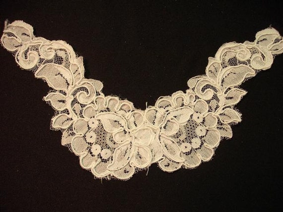 Grab Em By The Collar - Vintage Lace Collar Applique - White - (3)