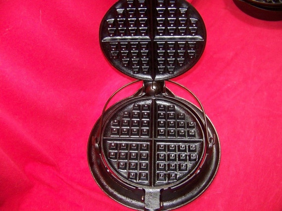 Griswold American No. 7 Waffle Iron 0143
