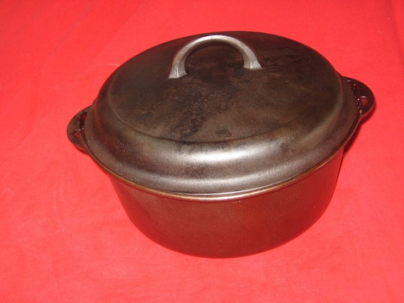 Griswold No. 8 Cast Iron Block Logo Dutch Oven W/Trivet 0330