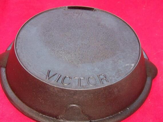 Victor No. 7 Decorative Handle Odorless Cast Iron Skillet 0402