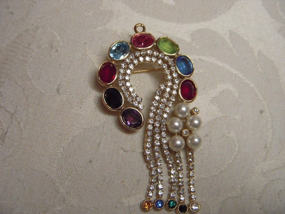 Gorgeous Elegant Pearl and Rhinestone Question Mark Pin Signed Butler