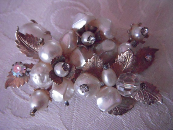 Large Cluster Bead PEARL and Rhinestone Brooch with Goldtone Leaf Accents