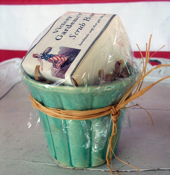 VICTORY GARDEN Gardener's Soap and Vintage Plant Pot