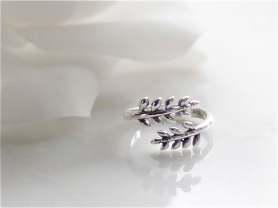 sterling silver twin leaves adjustable ring