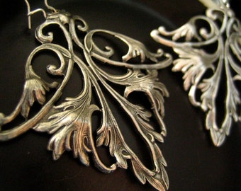 Vintage large sterling silver plated solid brass highly detailed Lily flower inspired earrings, E010