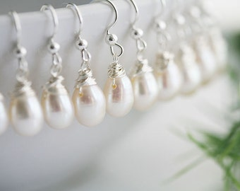Set of 5,teardrop pearl earring,Wire wrapped,bridesmaid gift,bridal jewelry,wedding jewelry,wedding party gift,mothers gift,everyday jewelry