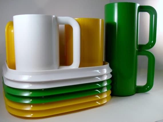 Vintage Ingrid Plastic plates and mugs - set of 6