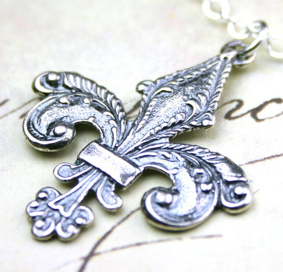 The Vintage Fleur-de-Lis Pendant - Solid Sterling Silver Necklace - Free Shipping