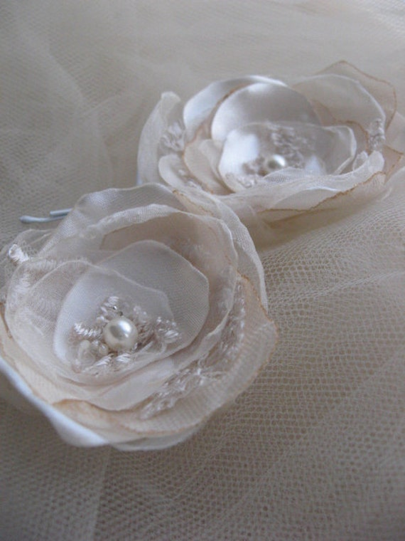 Bobbypin set of 2 mini Rose beige Flowers, Cream, Off white,  Sand, Champagne lace with pearls