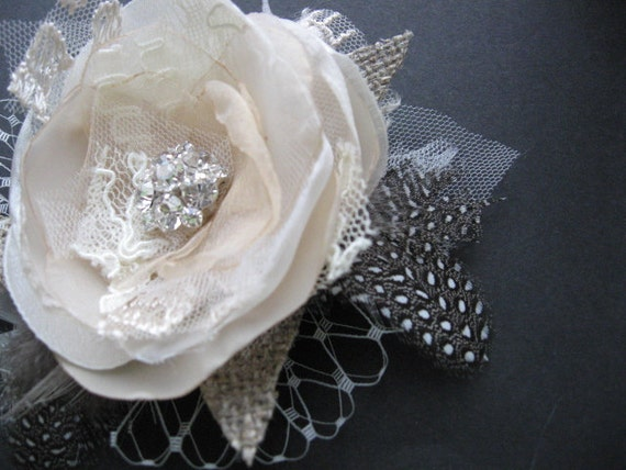Wedding hairpiece Vintage Rustic bridal fascinator Hair clip Flower Rose burlap champagne Beige rhinestone Ivory lot Lace tulle Feather