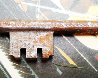 Antique Spanish Key. 150 years old.Door Key.N5