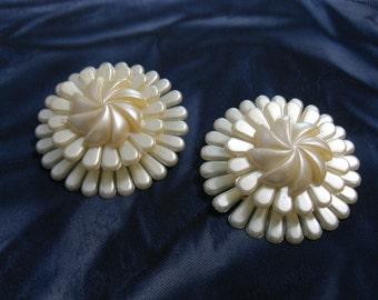 Vintage Flower Earrings Plastic Clip On Mums Large Jewelry Unusual