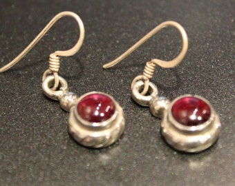 Vintage 80s - Sterling Silver and Garnet Round Dangling Earrings