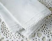 Napkins White Linen Lace Trim set of 4 Vintage
