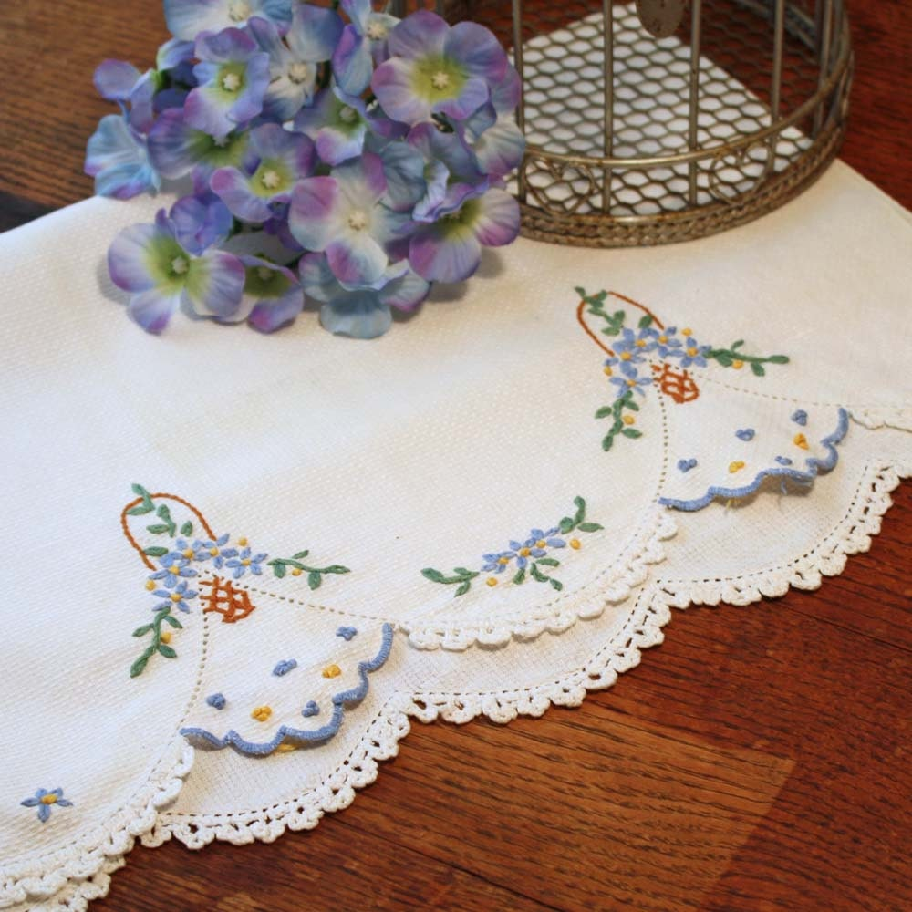 Embroidered Towel Tea Or Hand With Crochet Trim Vintage Linen