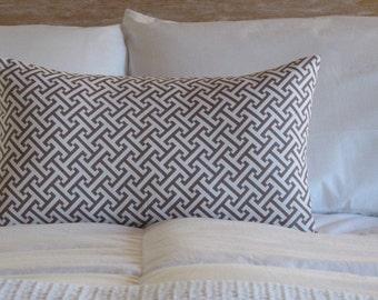 B.Poetic Lattice Pattern Pillow Cover