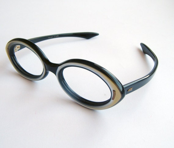 futuristic vintage 60s pearly Grey and black Horn oval Women Eyeglasses