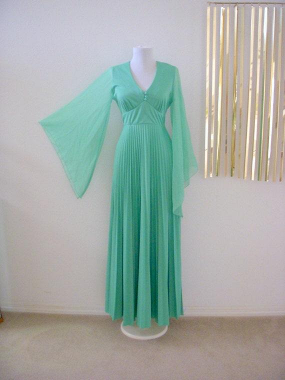Vintage Boho 70s Mint Green Angel Sleeve Hippie Maxi Dress Accordion Pleated Size Small to Medium (estimated)