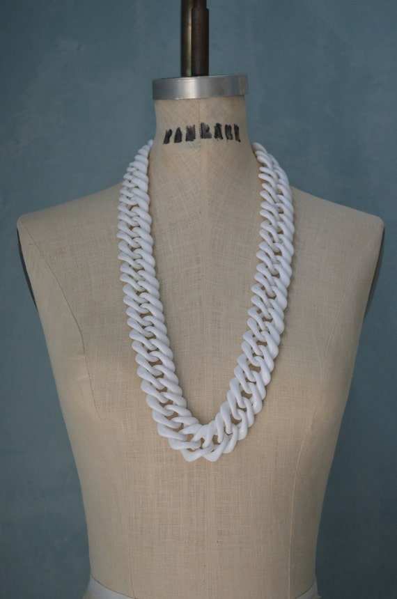 Retro 60s White Long Chain Link Tizzy NECKLACE