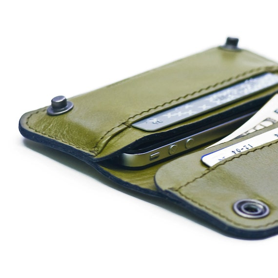 iPhone / iPod Touch - - RETROMODERN leather wallet sleeve - - GREEN
