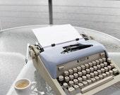 the original laptop ROYAL MANUAL TYPEWRITER go cordless