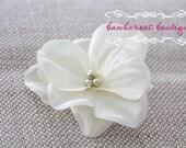 Ivory flower hair clip, flower clip, small flower hair clips, flower girl hair clips