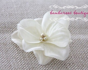 Ivory flower hair clip, flower clip, small flower hair clips, flower girl hair clips