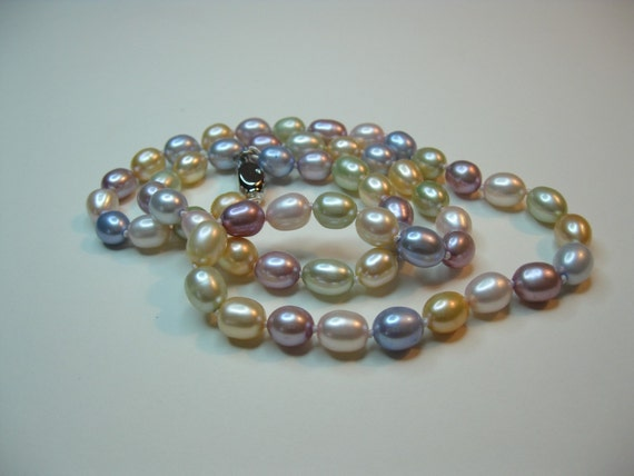 Pastel Colors Classic Pearls Necklace