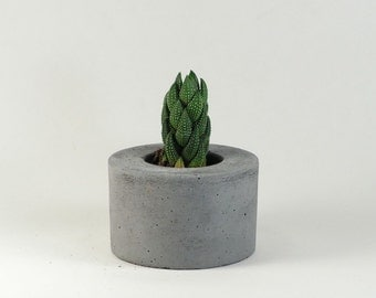 Mini Mini - Round Concrete Pot / Concrete Planter