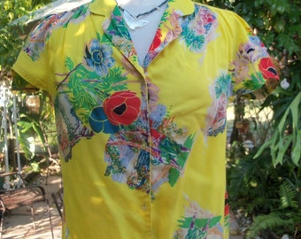 70s HUK-A-POO--Tropical Yellow Top--Poppies--Beaches--Notched Sleeves--Size M