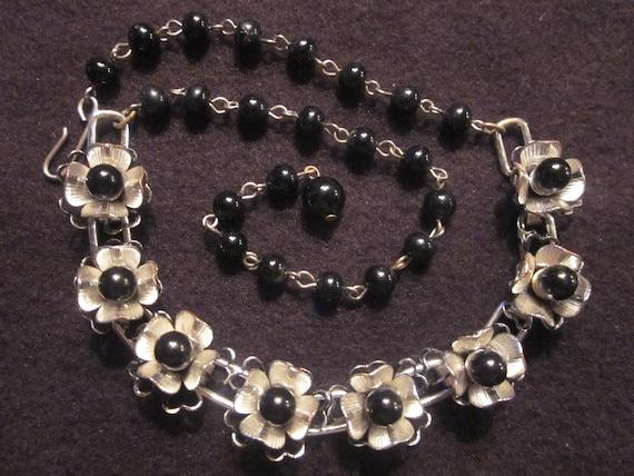 Delicate Vintage Flower Necklace