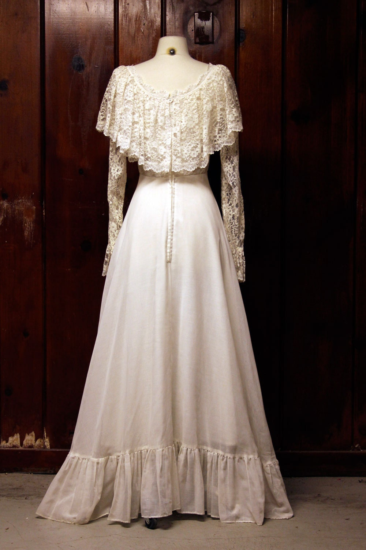 vintage wedding dress / white lace 1960s 1970s / prairie