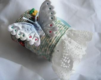 Sale----15 usd NOW 10 usd ----Mi ninia bonita GIRL bracelet / CUFF