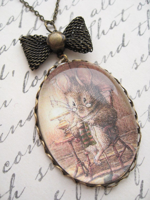 Knitting Mouse Necklace (beatrix potter. magnifying pendant. art book illustration. fairytale jewelry. whimsical antique jewellery)
