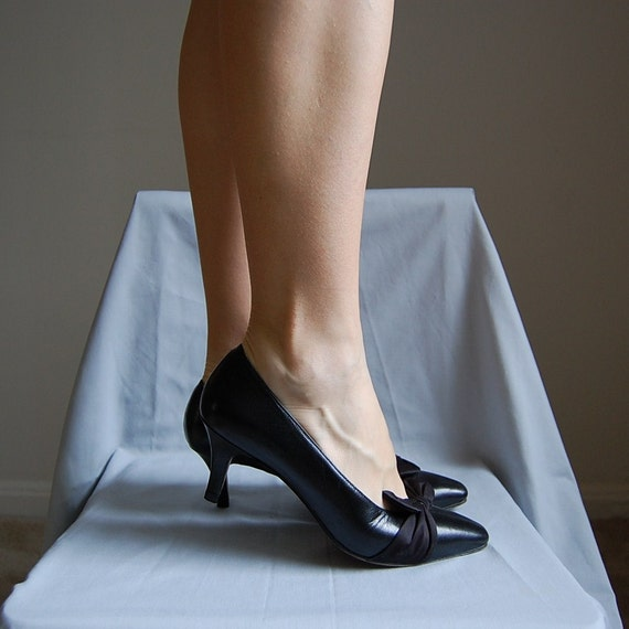 1980s satin bows leather heels 7.5