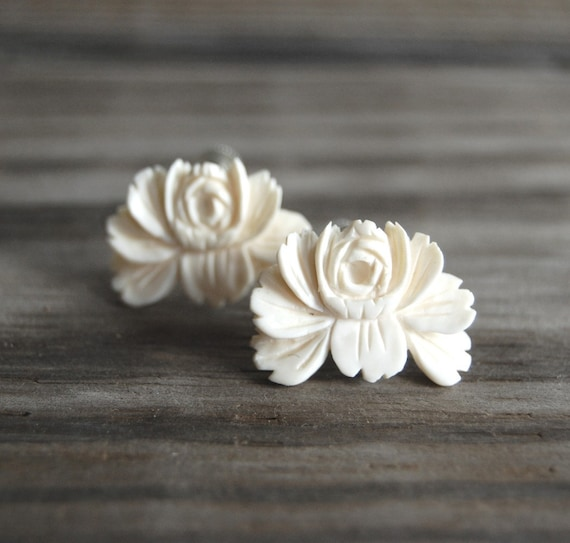 1950s Faux Ivory Flower Earrings / Vintage Jewelry / Lotus Blossoms