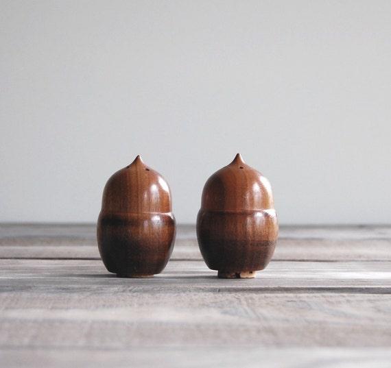 Vintage Wood Acorn Salt and Pepper Shaker Set