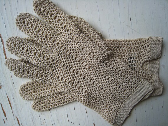 Beige Crocheted Vintage Wear Right Ladies' Gloves Made In France sz Medium