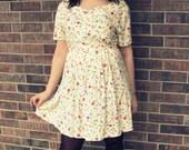 ON SALE Little Yellow Vintage Floral Dress M/L