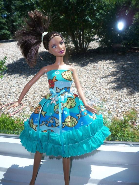 barbie doll dress blue at the beach blue ruffle with  sunhat
