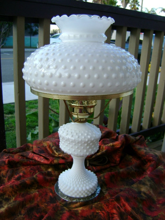 Vintage Gone With the Wind Hobnail Milk glass Table lamp Collectible