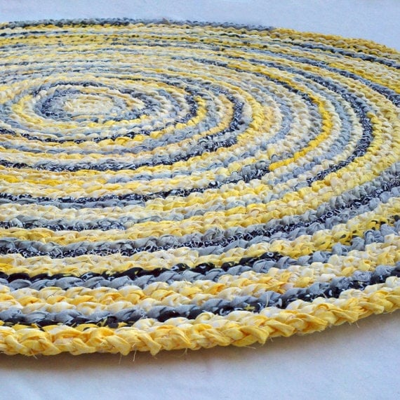 "36"" Round Heirloom Rug - yellow, grey, black"