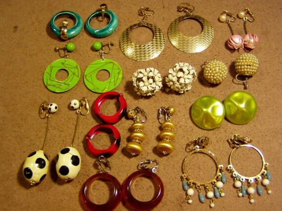 Vintage 1960s Lot 12 Pairs Earrings Hoops Dangle Drop Mod Modernist 2103