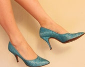 Vintage 1950s Stiletto Pumps in Turquoise w/Gold Thread Crocodile Pattern by Naturalizer, 6