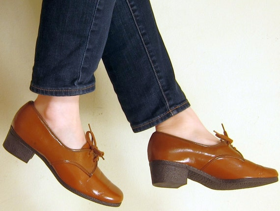 RESERVED TABITHA Vintage 1960s Oxfords in Caramel Brown / 60s Spectator Lace Up Shoes  / Size 7 1/2