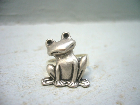 A frog ring