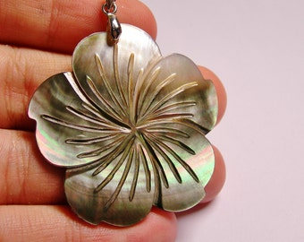 Mother of pearl - carve flower -  pendant - focal cabochon - 1 pcs -  bail included, SP-5