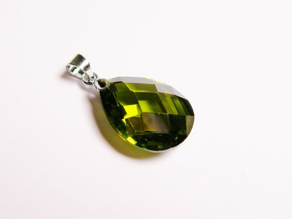 Peridot Crystal pendant focal piece faceted tear drop AA quality 1 pcs